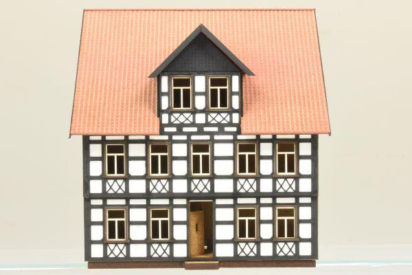 Harzer Fachwerkhaus freistehend zweistöckig - Fachwerk weiß H0